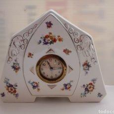 Relojes de carga manual: RELOJ SOBREMESA PORCELANA A CUERDA. Lote 132279705
