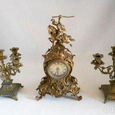 Relojes de carga manual: CONJUNTO RELOJ Y PAREJA DE CANDELABROS 5 BRAZOS DE BRONCE. Lote 132414442