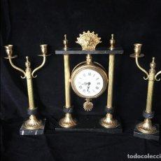 Relojes de carga manual: CONJUNTO DE RELOJ PORTICO CON CANDELABROS A JUEGO,. Lote 132856742