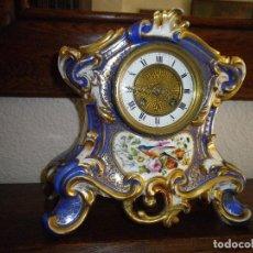 Relojes de carga manual: RELOJ PORCELANA CON MAS DE 150 AÑOS, MEDIDAS ALTO 26CM, ANCHO 24 CM, VER FOTOS . Lote 132977134