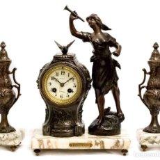 Relojes de carga manual: ANTIGUO RELOJ DE SOBREMESA DE ORIGEN FRANCÉS EN CALAMINA Y MÁRMOL CON DECORATIVA GUARNICIÓN FUNCIONA. Lote 133446630