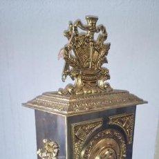 Relojes de carga manual: ENORME RELOJ BRONCE ADORNOS MUSICALES DE GRAN TAMAÑO Y PESO CARGA MANUAL. Lote 135909017