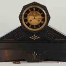 Relojes de carga manual: RELOJ DE CHIMENEA. MÁRMOL COLOR NEGRO. ESTILO NAPOLEON III. FRANCIA. SIGLO XIX. . Lote 135018178