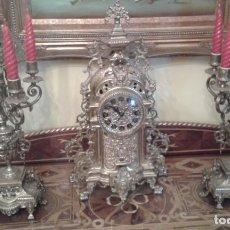 Relojes de carga manual: RELOJ DE BRONCE CON CANDELABROS. Lote 137596758