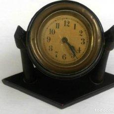 Relojes de carga manual: RELOJ SOBREMESA EN MADERA, NECESITA REPARACION. Lote 140330178