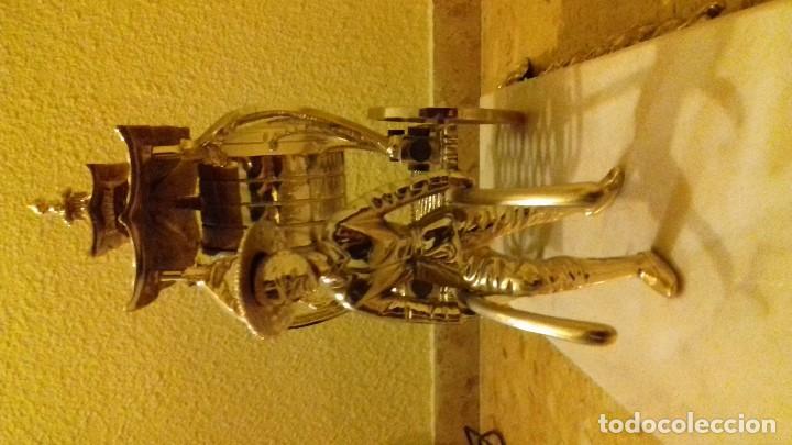Relojes de carga manual: Reloj de sobremesa en metal dorado - Foto 3 - 142232774