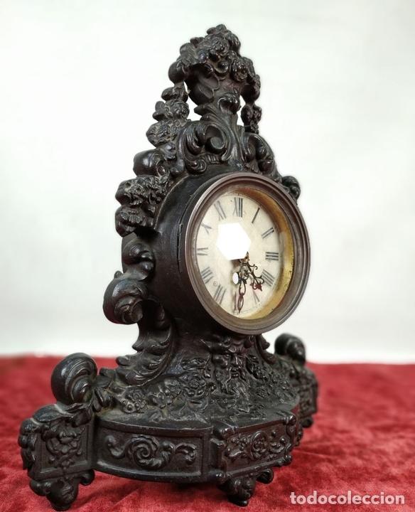 Relojes de carga manual: RELOJ. HIERRO COLADO. ESFERA PINTADA. SIN MAQUINARIA. EUROPA(?). SIGLO XIX - Foto 2 - 142865542