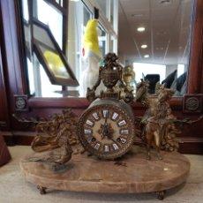 Relojes de carga manual: RELOJ DE SOBREMESA DE BRONCE Y MÁRMOL. Lote 143146737