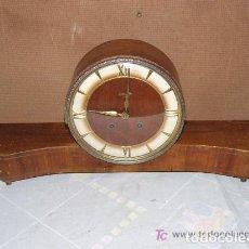 Relojes de carga manual: INTERESANTE RELOJ SOBREMESA AÑOS 50, MARCA KIENZLE ALEMAN. Lote 143831742