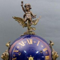 Relojes de carga manual: RELOJ EN CALAMINA Y PORCELANA NAPOLEÓN III CON MAQUINARIA A PILAS SIGLO XIX. Lote 144249886