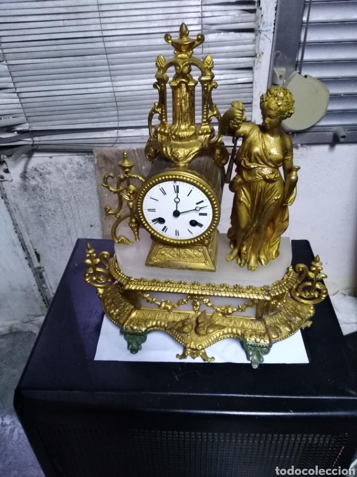 RELOJ DE SOBREMESA DE CALAMINA FUNCIONANDO (Relojes - Sobremesa Carga Manual)