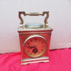 Relojes de carga manual: IMPORTANTE Y RARO RELOJ DE VIAJE CON BRÚJULA BRONCE DORADO SIGLO XIX. Lote 146279956