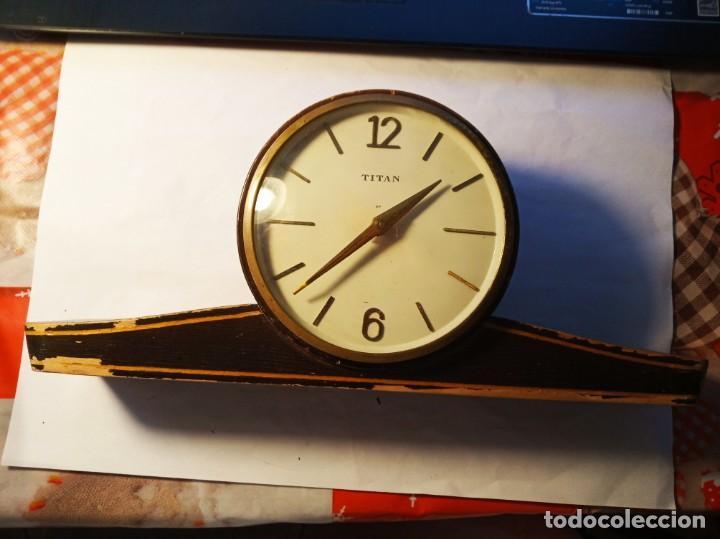BONITO RELOJ DE MESA TITAN (Relojes - Sobremesa Carga Manual)