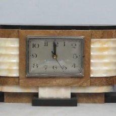 Relojes de carga manual: ANTIGUO RELOJ ART-DECO CON GUARNICION. MAQUINARIA A PILAS. FUNCIONA. Lote 145522766