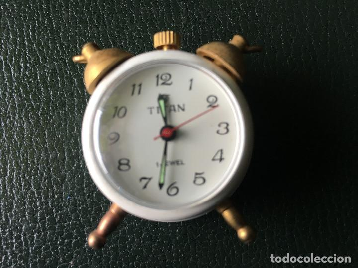 RELOJ MINIATURA MARCA TITAN EN BLANCO (Relojes - Sobremesa Carga Manual)