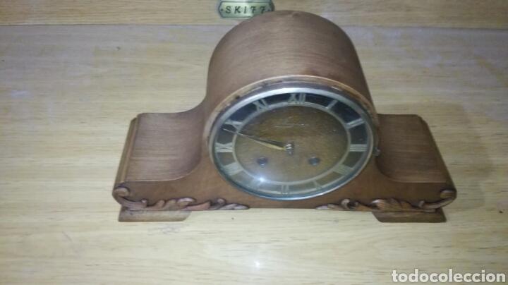 RELOJ DE SOBREMESA MUY BONITO FUNCIONANDO (Relojes - Sobremesa Carga Manual)