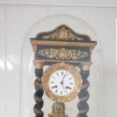 Relojes de carga manual: RELOJ PORTICO ANTIGUO CON FANAL A JUEGO MUY DETALLADO BUEN ESTADO FUNCIONA ALTA COLECION MIRA . Lote 147484366