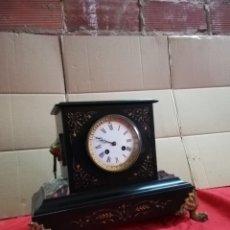 Relojes de carga manual: ANTIGUO RELOJ FRANCÉS SIGLO XIX MÁRMOL NEGRO Y BRONCE. Lote 152590905
