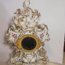 Relojes de carga manual: RELOJ PORCELANA SOBREMESA ISABELINO CARGA MANUAL. Lote 147749678