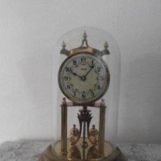 Relojes de carga manual: ANTIGUO RELOJ MESA MECÁNICO ALEMÁN DE CUERDA QUE DURA 400 DÍAS AÑOS 40 - 50 MARCA KUNDO Y FUNCIONA. Lote 148100070