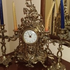 Relojes de carga manual: ANTIGUO RELOJ DE SOBREMESA. CON CANDELABROS A JUEGO. Lote 149545988