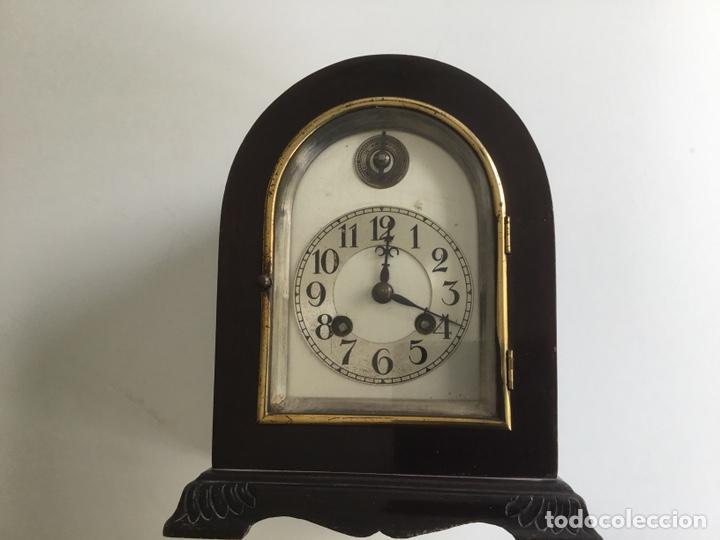 RELOJ DE CAPILLA ,CAJA DE MADERA NOBLE, SIGLO XIX, EN PERFECTO ESTADO FUNCIONANDO. (Relojes - Sobremesa Carga Manual)