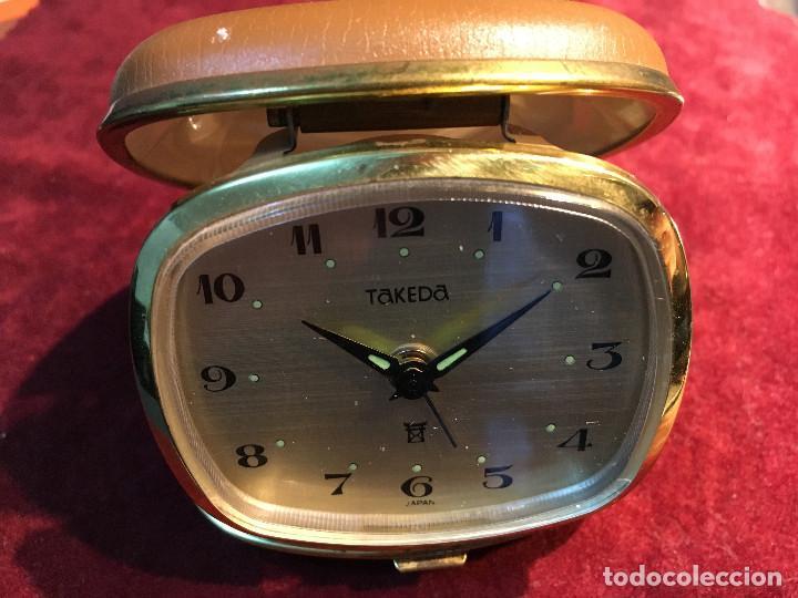 DESPERTADOR DE VIAJE CARGA MANUAL TAKEDA. , AÑOS 60. VINTAGE (Relojes - Sobremesa Carga Manual)