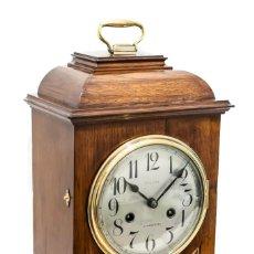 Relojes de carga manual: UN ANTIGUO RELOJ DE SOBREMESA, DE BRACKET CON CAJA DE MADERA DE ROBLE,FUNCIONANDO. Lote 150618074