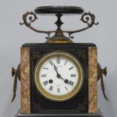 Relojes de carga manual: RELOJ NAPOLEON III DE MARMOL NEGRO. CON LLAVE. FUNCIONANDO. SIGLO XIX. Lote 151495278