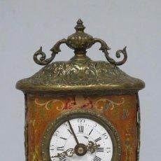 Relojes de carga manual: ANTIGUO RELOJ DE SOBREMESA. CON AMORCILLOS. FUNCIONA. Lote 152082282