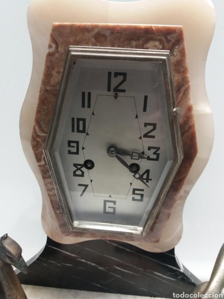 Relojes de carga manual: Reloj con figura de bronce art deco - Foto 3 - 152397136