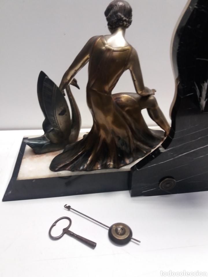 Relojes de carga manual: Reloj con figura de bronce art deco - Foto 7 - 152397136