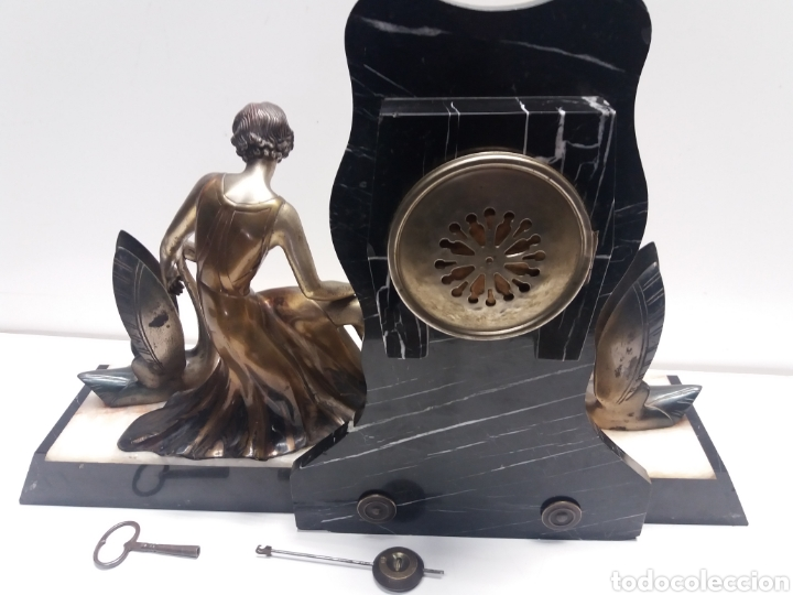 Relojes de carga manual: Reloj con figura de bronce art deco - Foto 9 - 152397136