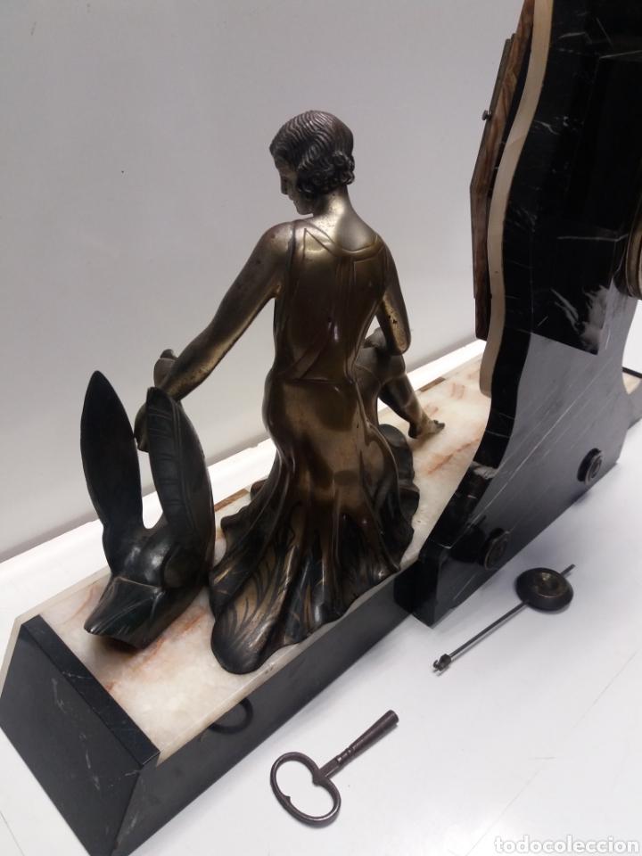 Relojes de carga manual: Reloj con figura de bronce art deco - Foto 12 - 152397136