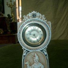 Relojes de carga manual: RELOJ DE SOBREMESA EN PORCELANA.. Lote 152738238