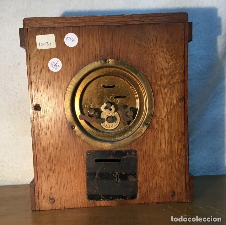 Relojes de carga manual: Reloj de Madera/Hucha - Banco Vitalicio de España - 1 Peseta por dia - FUNCIONA - Foto 6 - 153448230