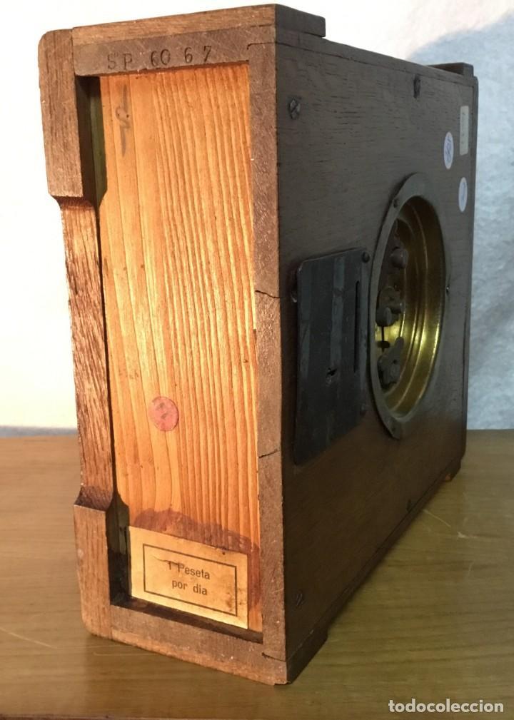 Relojes de carga manual: Reloj de Madera/Hucha - Banco Vitalicio de España - 1 Peseta por dia - FUNCIONA - Foto 9 - 153448230