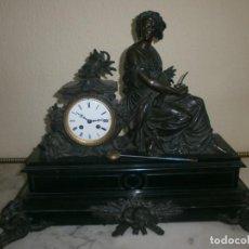 Relojes de carga manual: RELOJ DE SOBREMESA BRONCE Y MÁRMOL NEGRO FIGURA MUJER. Lote 154398158