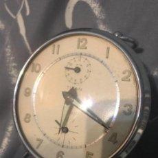 Relojes de carga manual: ANTIGUO RELOJ DESPERTADOR SOBREMESA TITAN RUBÍ FUNCIONANDO. Lote 155810994