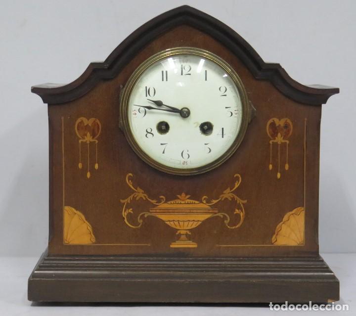 ANTIGUO RELOJ INGLES DE SOBREMESA DE MADERA CON MARQUETERIA (Relojes - Sobremesa Carga Manual)