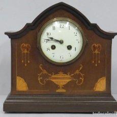 Relojes de carga manual: ANTIGUO RELOJ INGLES DE SOBREMESA DE MADERA CON MARQUETERIA. Lote 155922146