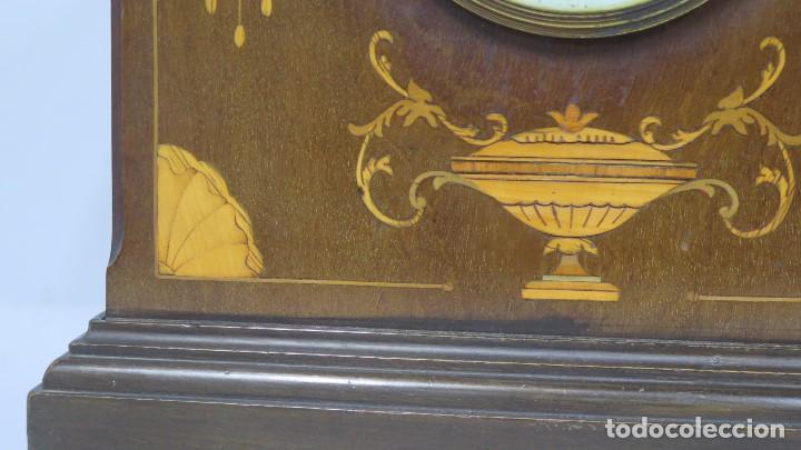 Relojes de carga manual: ANTIGUO RELOJ INGLES DE SOBREMESA DE MADERA CON MARQUETERIA - Foto 2 - 155922146
