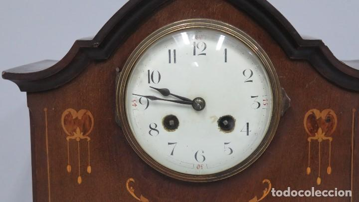 Relojes de carga manual: ANTIGUO RELOJ INGLES DE SOBREMESA DE MADERA CON MARQUETERIA - Foto 3 - 155922146
