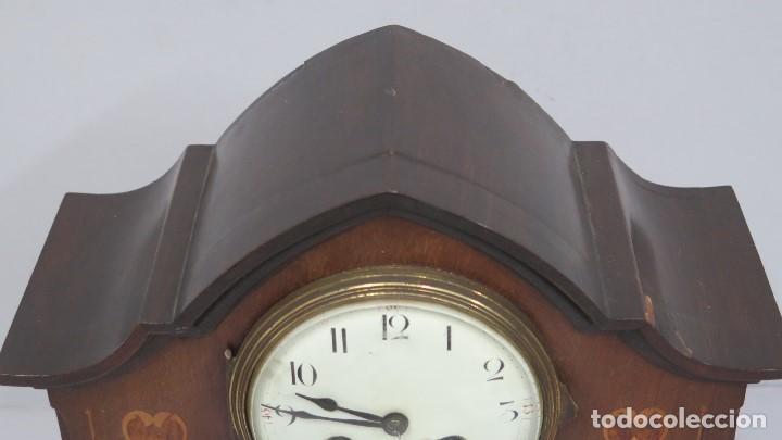 Relojes de carga manual: ANTIGUO RELOJ INGLES DE SOBREMESA DE MADERA CON MARQUETERIA - Foto 4 - 155922146