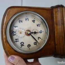 Relojes de carga manual: RELOJ DE SOBREMESA HECHO EN MADERA CON MECANISMO A CUERDA FINALES DEL SIGLO XIX. Lote 156000194