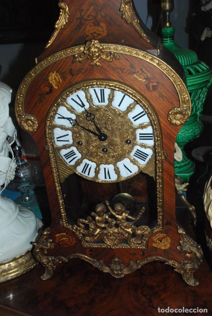 Relojes de carga manual: MUY BONITO RELOJ DE SOBREMESA DE CARGA MANUAL CON MARQUETERÍA Y BRONCE - Foto 2 - 156047210