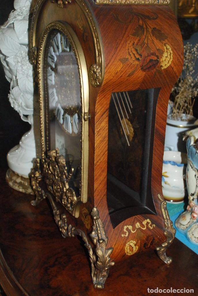 Relojes de carga manual: MUY BONITO RELOJ DE SOBREMESA DE CARGA MANUAL CON MARQUETERÍA Y BRONCE - Foto 11 - 156047210