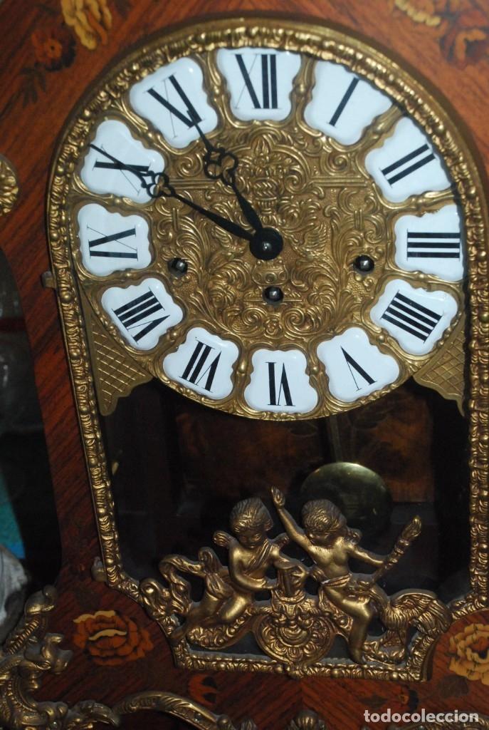 Relojes de carga manual: MUY BONITO RELOJ DE SOBREMESA DE CARGA MANUAL CON MARQUETERÍA Y BRONCE - Foto 12 - 156047210