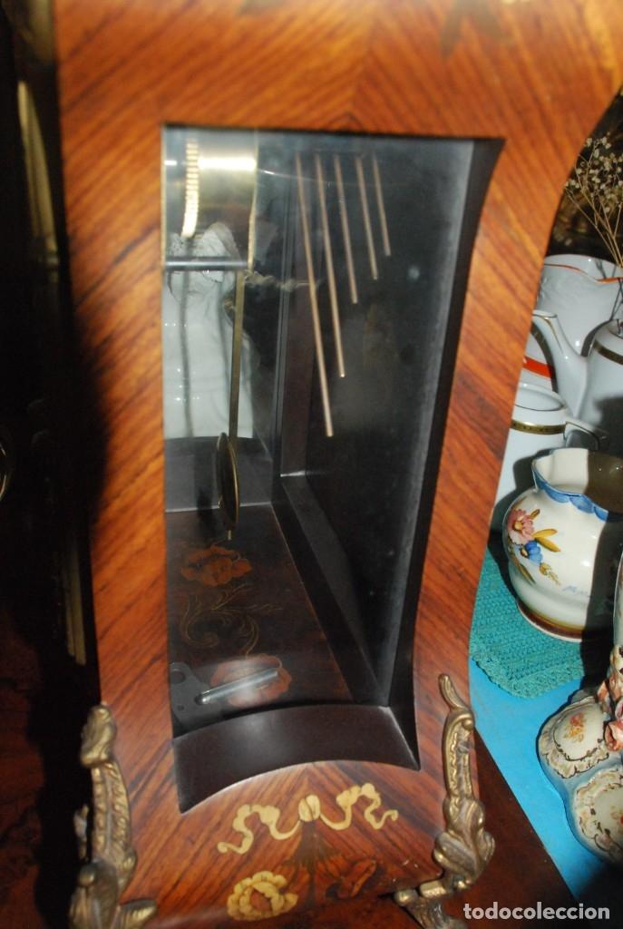 Relojes de carga manual: MUY BONITO RELOJ DE SOBREMESA DE CARGA MANUAL CON MARQUETERÍA Y BRONCE - Foto 22 - 156047210