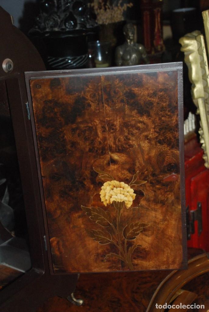 Relojes de carga manual: MUY BONITO RELOJ DE SOBREMESA DE CARGA MANUAL CON MARQUETERÍA Y BRONCE - Foto 29 - 156047210
